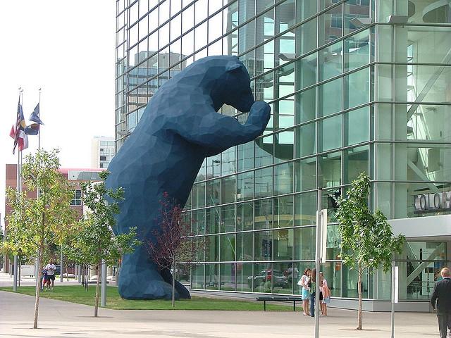 Denver Blue Bear Gets Power Wash Bath Eclean Magazine